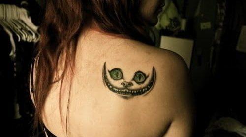 tatuaje gato alicia