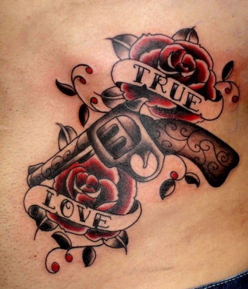 tattoo pistola y rosas