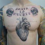 Tatuaje en la espalda de una chica sexy