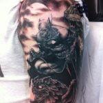 Tatuaje tiburón en la espalda