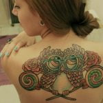 tatuaje buho espalda