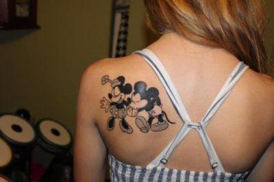 Tatuaje de Mickey mouse com Mimi, un tatuaje bastante tierno. De hecho ...