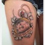 Tattoo de un cuervo en el brazo