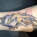 Tatuaje de una pluma para mujeres