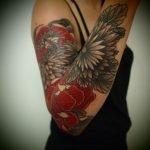 Tatuaje «float» en el cuello