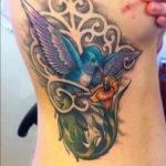 Tatuaje de un lobo en la espalda
