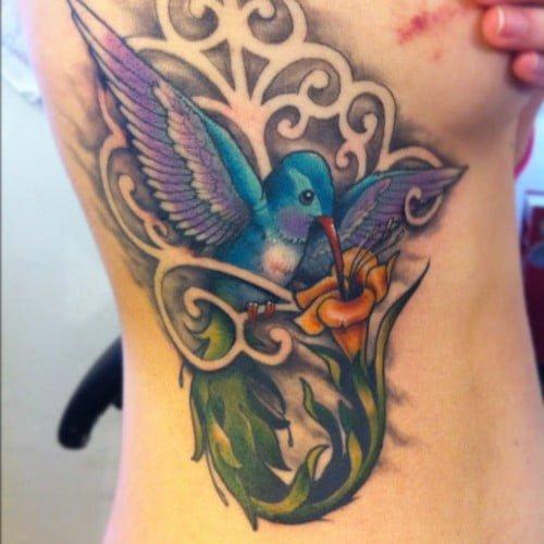 tattoo de un colbri