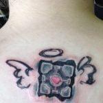 Tatuaje oso en el abdomen