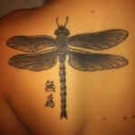 Tatuaje extremo en el cuello