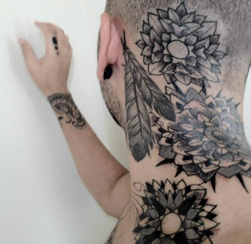 tatuaje nuca