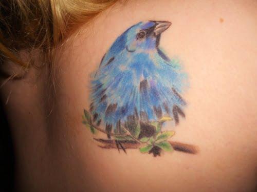 tatuaje pajaro azul