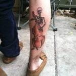 Tatuaje de una tortuga en el pie