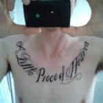 Tatuaje frase en el brazo
