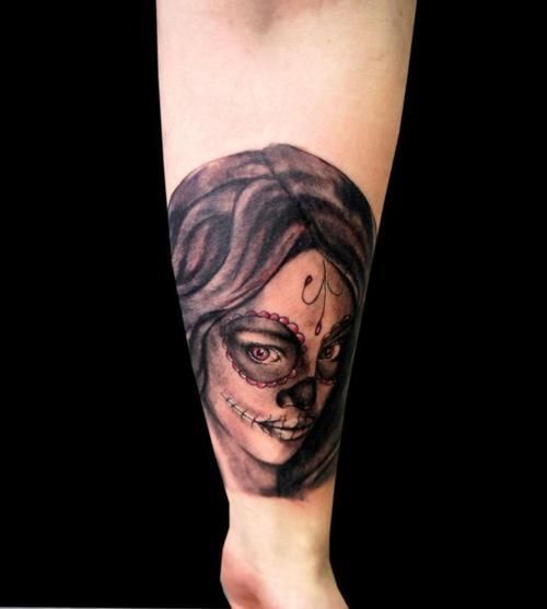 Tatuaje mujer maquillada