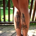 Tatuajes pájaros en el abdomen