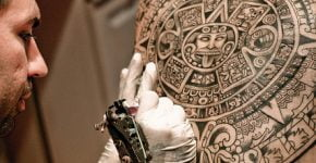 Tatuaje del calendario Azteca