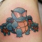 Tatuaje de un barco en hombro