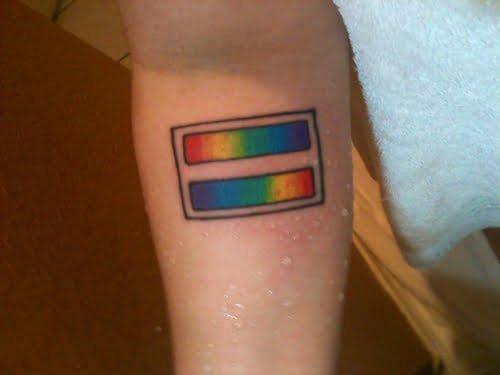Tatuaje bandera gay