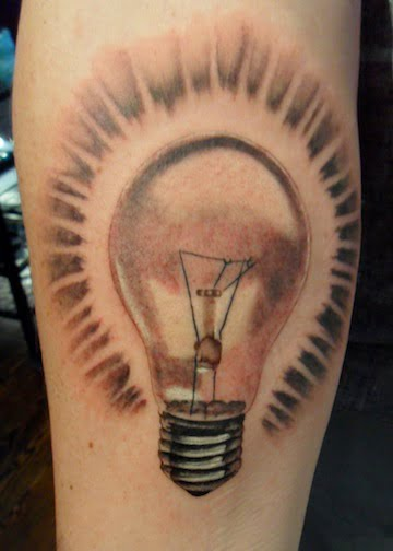 tatuaje bombilla