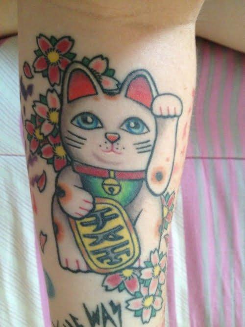 Tatuaje gato de la suerte