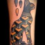 Tattoo gato egipcio e ilusión óptica