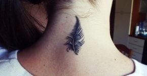 nuca tatuada con pluma