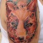 Tatuaje de flores en la cintura