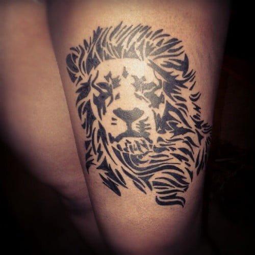excelente tatuaje de león