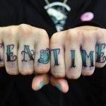 Tatuaje calavera en brazo