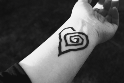 tatuaje corazón espiral