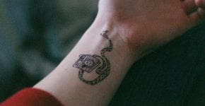 Tatuaje cámara fotográfica