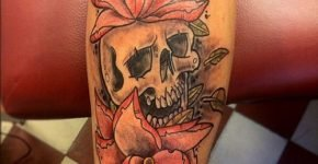 Tattoo skull and roses
