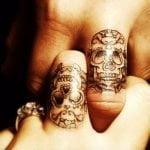 Tatuaje gato mitad esqueleto