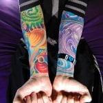 Tatuaje totoro en el brazo