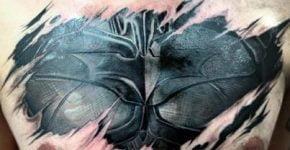 Tatuaje de Batman en el pecho