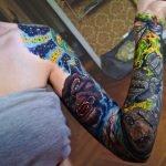 Tatuajes de zorros en las manos de una pareja