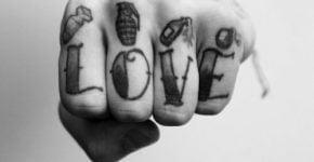 Puño tatuado