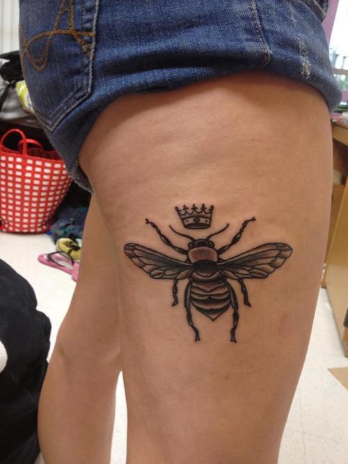 tatuaje aveja reina