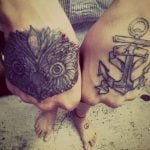 Tatuaje Búho y Ancla en puños