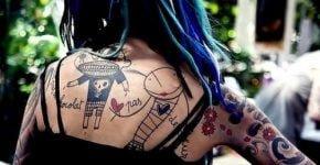 dibujos tatuados en la espalda de mujer