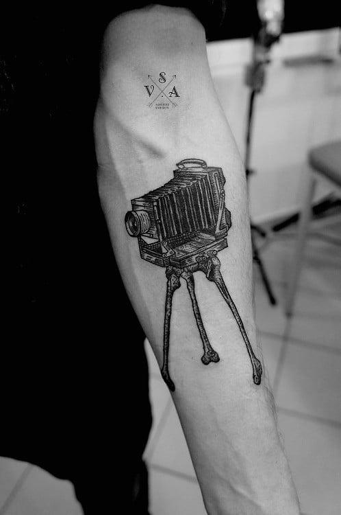 Tatuaje cámara retro