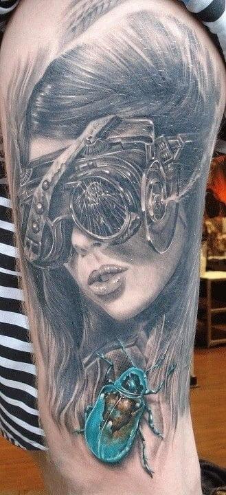 Tatuaje temática steampunk