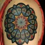 Tatuaje de árbol en antebrazo