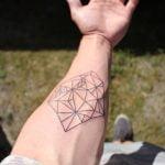 Tatuaje de zorro en el pecho por Mark Halbstark