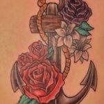 Tatuaje colorido en todo el cuerpo