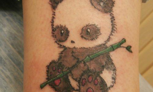 tatuaje de un panda pequeño
