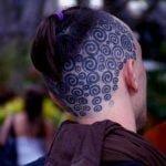 Tatuaje de un venado en la espalda