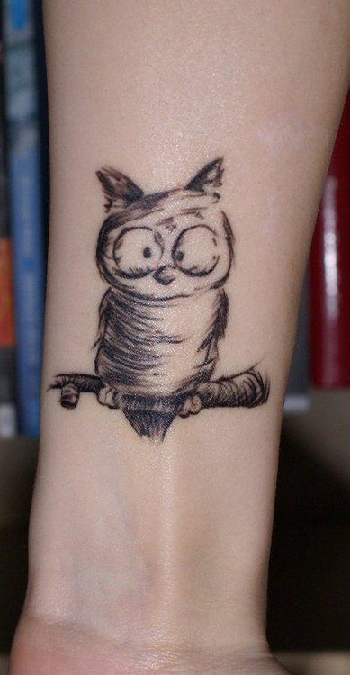 Tatuaje búho de caricatura