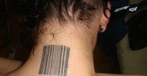 Código de barra tatuado en la nuca
