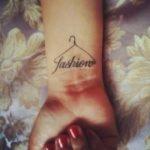 Tatuaje de ave en el pecho